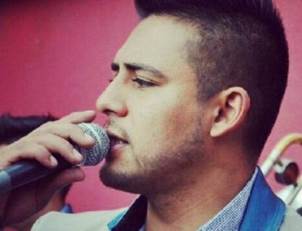 Cantante mexicano Javier Reyes
